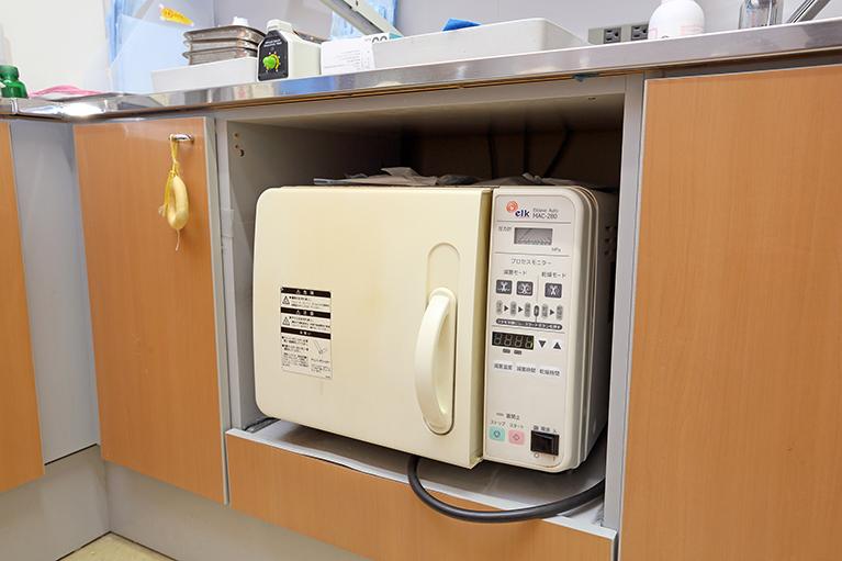 久喜市久喜の矯正・矯正歯科の関根歯科医院の高圧蒸気滅菌器(オートクレーブ)